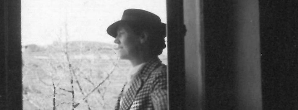Daphne alla finestra dello studio a Pavarolo